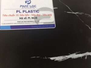 Tấm nhựa giả đá đen sọc trắng